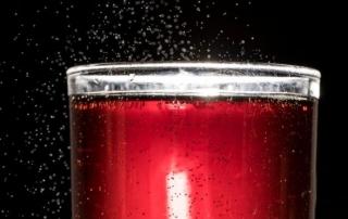 O estudo de Harvard mostrou que beber duas ou mais bebidas açucaradas por dia leva a um aumento de 21% no risco de morte prematura | Foto: Getty Images