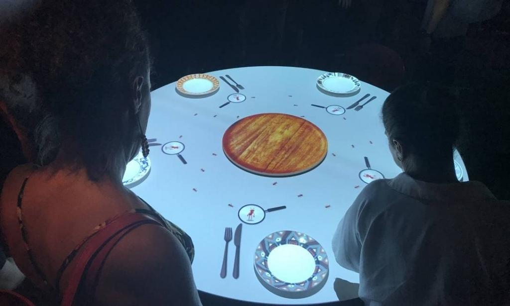 Entre os destaques, o mapping de uma mesa de jantar com um menu servido por insetos Foto: Bruno Calixto